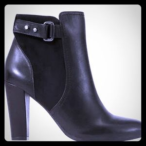 Anne Taylor leather ankle boot